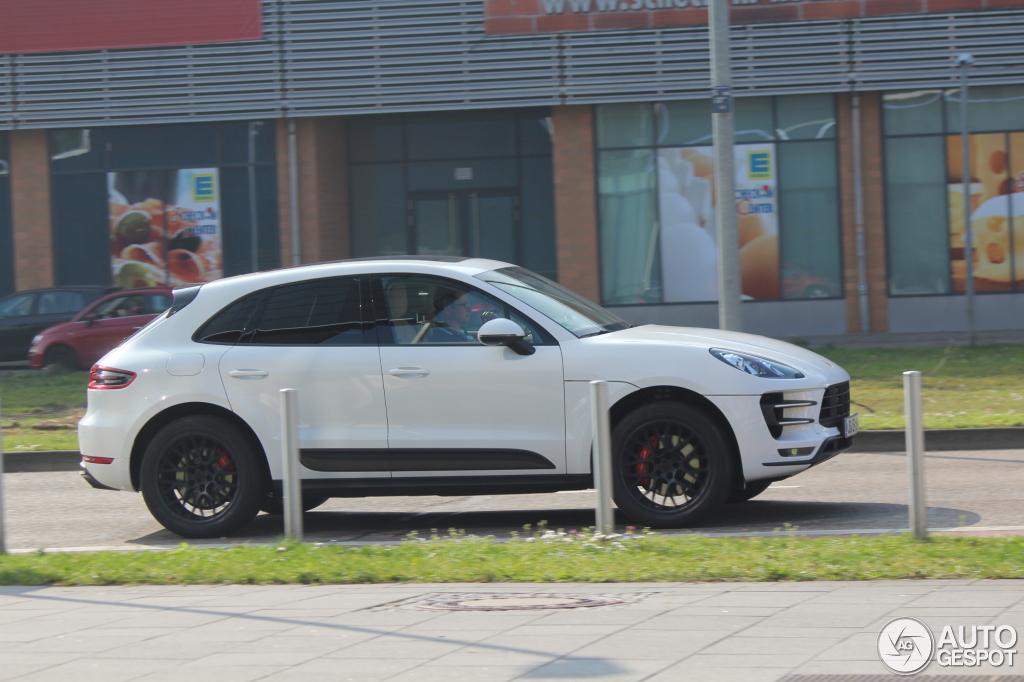 Porsche Macan Forum >> White Macan Turbo Black Rs Spyder Design Wheels Porsche