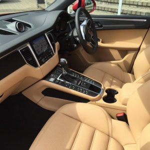 Interior of Black/Luxor on new Macan S